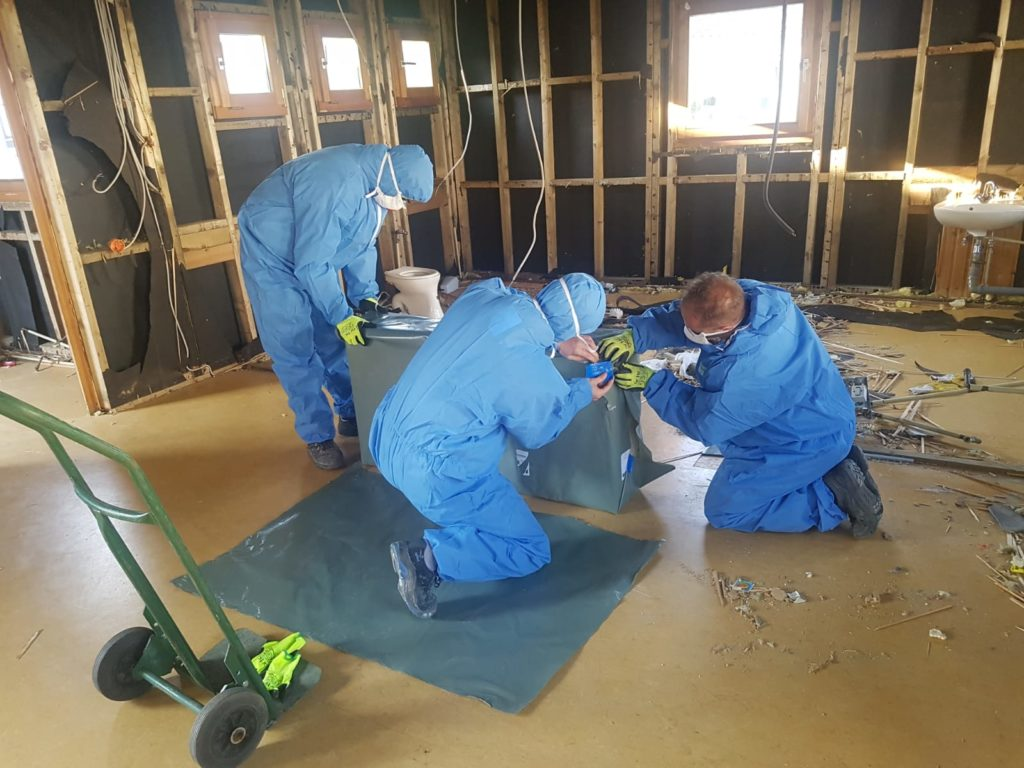 Fachgerechte Asbest Entsorgung von Nachtspeicheröfen